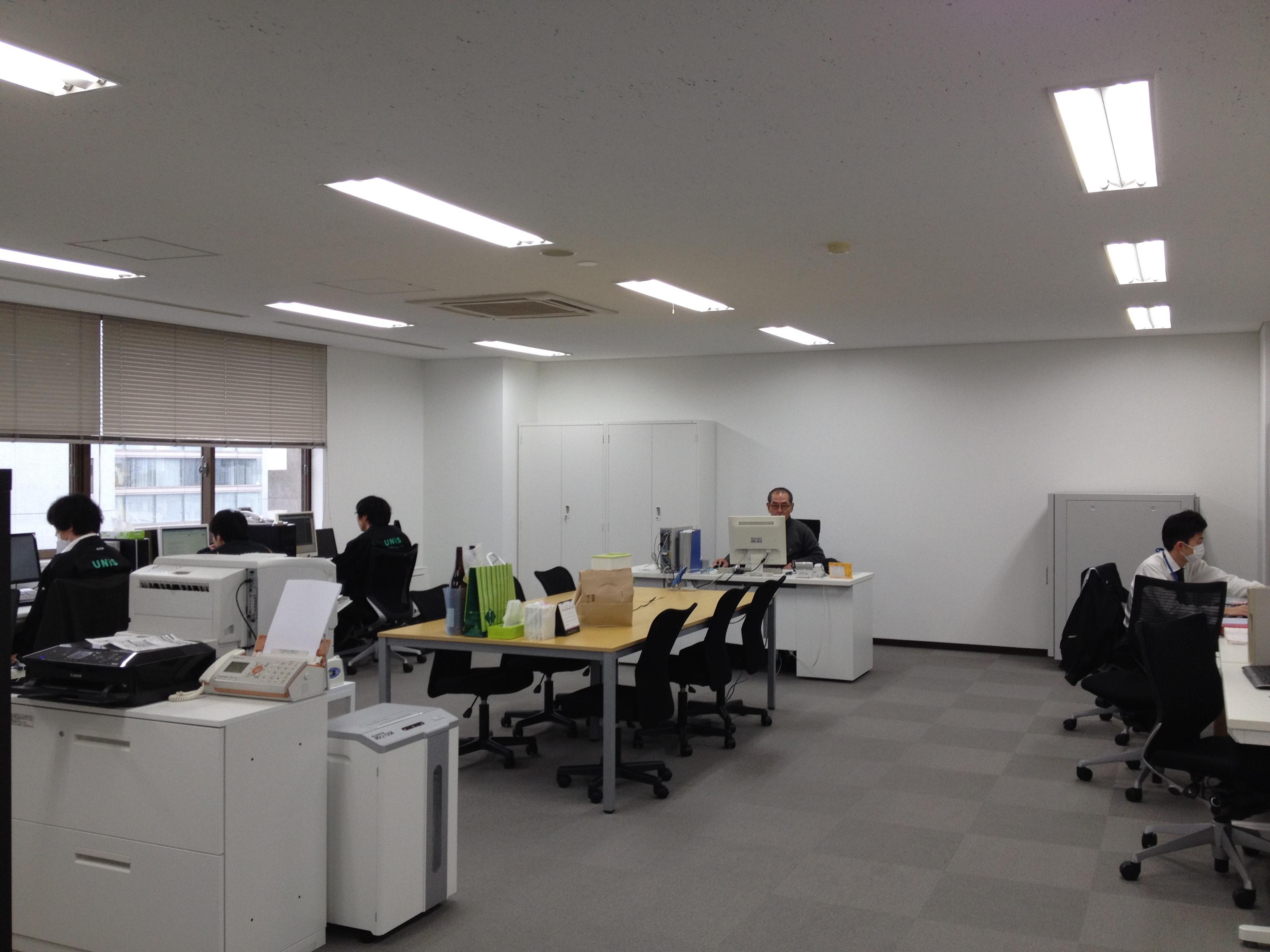 社内 職場 風景 オフィス